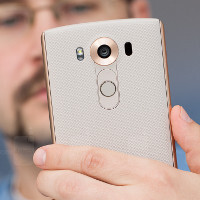 Living with the LG V10, part 1: Manual controls galore for video