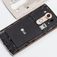 LG pokes fun at Samsung for the lack of removable batteries in the Galaxy S6 series