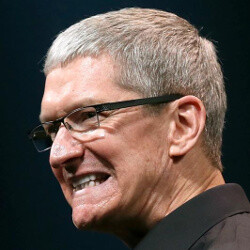 Tim Cook posts god-awful blurry photo from his iPhone at Superbowl (UPDATE: takes it down!)