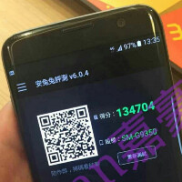 Live picture leaks of the Samsung Galaxy S7 edge scoring 134K on AnTuTu?