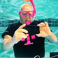 T-Mobile posts an underwater Samsung Galaxy S7 unboxing video