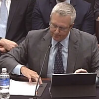 Apple's lawyer turns to old school paper when his iPad Pro fails during congressional hearing