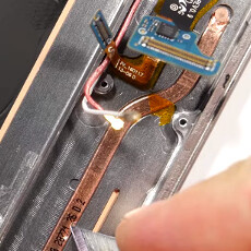Liquid cooling or 'thermal spreader': check out the S7 edge heat pipe insides (video)