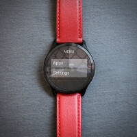 The Henlen smartwatch lets you change its case and shows you relevant info in 3 seconds flat