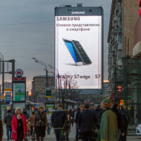 Samsung puts up humongous billboard in Moscow for the Galaxy S7 edge