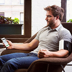 5 iPhone and Android health accessories to keep your blood pressure, glucose and weight in check