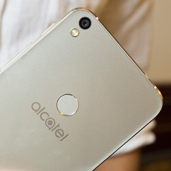 Alcatel Shine hands-on: beauty on a budget