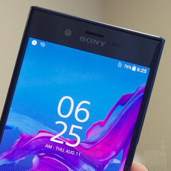 Sony Xperia XZ selfie camera demo: 5-axis video stabilization
