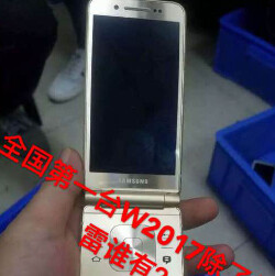 More leaked images of Samsung's high-end Android clamshell are here