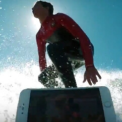 Surfer takes the iPhone 7 and 7 Plus to the ocean, showcases their water resistance