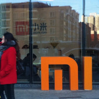 Latest leaked live images once again show off a dual curved-edge screen for the Xiaomi Mi Note 2