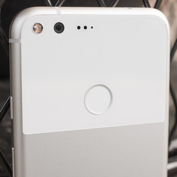 Google Pixel XL vs iPhone 7 Plus vs Galaxy S7 edge blind camera comparison: vote here!