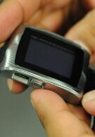 inPulse watch for BlackBerry stops for wrist-on photos