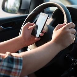 US regulators want featureless 'driver mode' for smartphones
