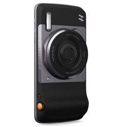 Sports Illustrated shoots its latest cover using the Moto Z and the Hasselblad Moto Mod