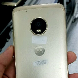 Alleged Moto X (2017) leaks in the flesh, boasting a metal chassis
