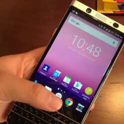 Do these pictures show off the QWERTY equipped BlackBerry Mercury?