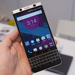 Classic design bridges the path to BlackBerry's future: hands-on with the BlackBerry Mercury
