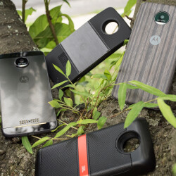 Motorola promises to launch 12 new Moto Mods this year