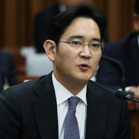 Jay Y. Lee, head of Samsung, denies all charges in bribery trial