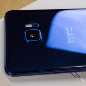 Let's unbox the HTC U Ultra! Here's our first look at HTC's large new handset
