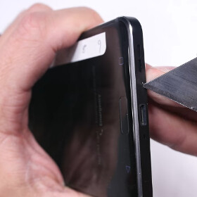 Nokia 6 is put through a scratch and bend test