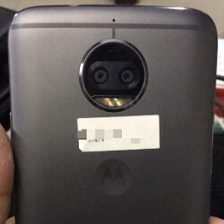 The Moto X (2017) poses once again for a picture