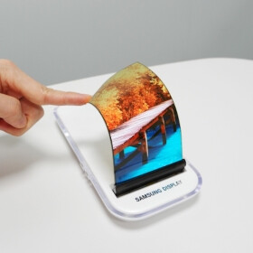 Samsung will not commercialize foldable phones before 2019