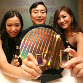 Samsung could very well beat Intel and become the biggest chip maker in the world soon