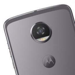 Moto Z2 Force and Z2 Play leak out again, this time in a family photo