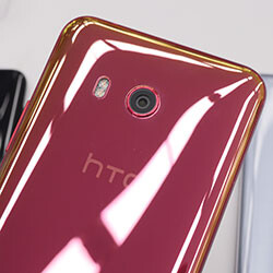 HTC U11 hands-on: all the color options, noise-cancelling earbuds, and more
