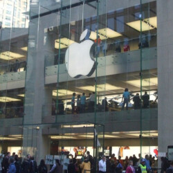 Apple Store in Singapore is used for post-wedding ceremony photographs