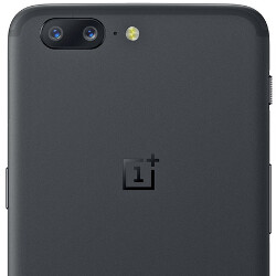 Clear image of the back and front of the OnePlus 5 surfaces