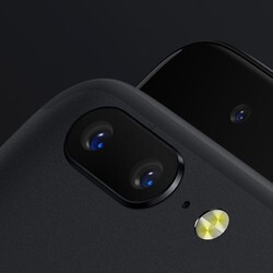 Disclaimer: OnePlus 5's telephoto lens doesn't do 2x optical zoom