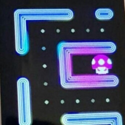 Even more Meizu Pro 7 leaked images show what playing Pac Man on its secondary screen looks like