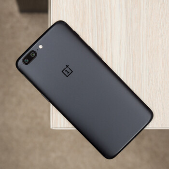 Orders for the Midnight Black version of the OnePlus 5 now start shipping immediately