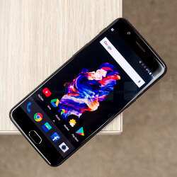 Prices rising, errors piling: 5 flagship phone 'fails' inflicted on us in 2017