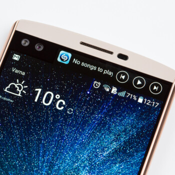 If the LG V30 doesn't have a secondary ticker screen, will you miss it?
