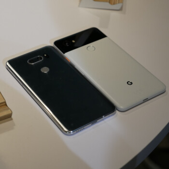 Google Pixel 2 XL vs LG V30: first look