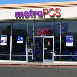 Prime Deal: Switch to MetroPCS and get a free year of Amazon Prime and a Samsung Galaxy J7 Prime