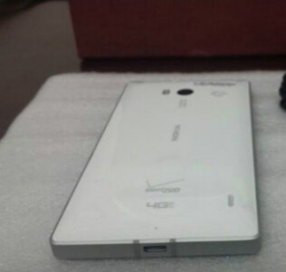 Picture allegedly showing the Nokia Lumia 929 in white