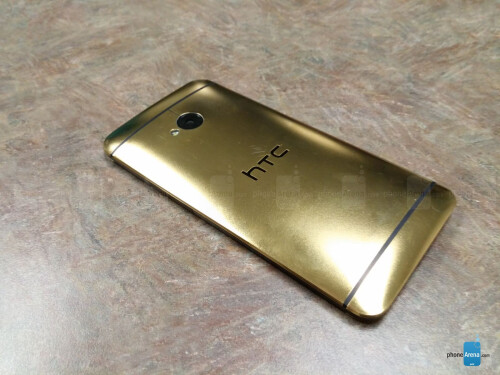 HTC One in 24K gold hands-on