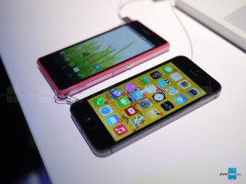 Sony Xperia Z1 Compact vs Apple iPhone 5s: first look