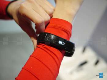 LG Lifeband Touch hands-on