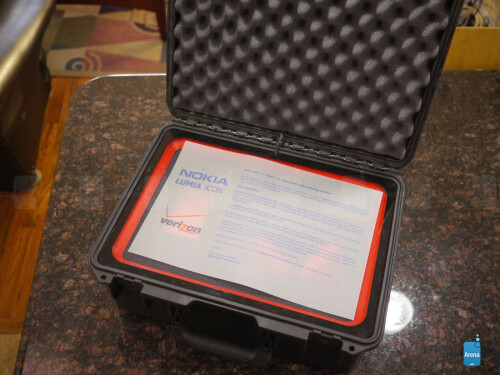 Nokia Lumia Icon unboxing (non-retail box)