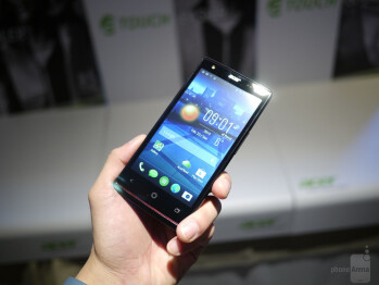 Acer Liquid E3 hands-on: front facing LED flash for those selfies