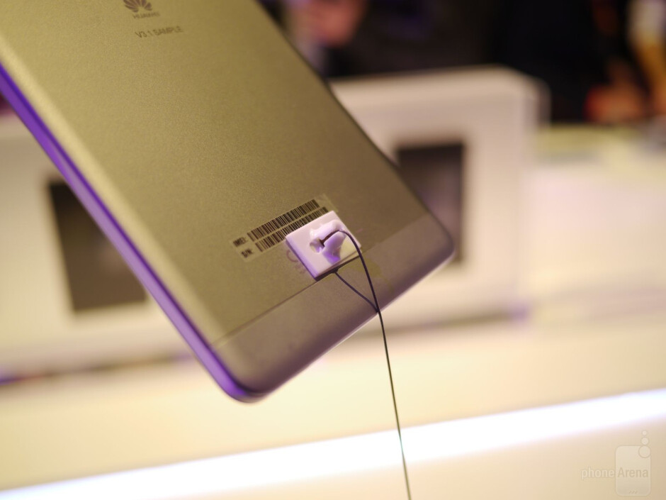Huawei MediaPad M1 hands-on: an 8-inch looking HTC One