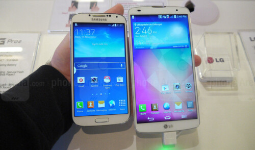 LG G Pro 2 vs Samsung Galaxy S4: first look