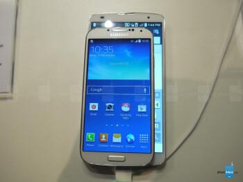 LG G Pro 2 vs Samsung Galaxy S4: first look