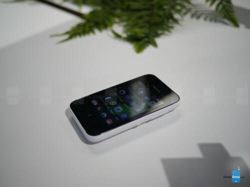Nokia Asha 230 hands-on gallery